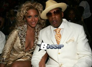 Singer Beyonce Knowles and rapper Jay Z pose for a photo at the 2004 MTV Video Music Awards at the American Airlines Arena August 29, 2004 in Miami, Florida.