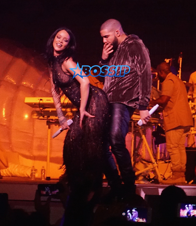 """SplashNews Rihanna and Drake on stage of Rihanna's Anti World tour on Tuesday night in Miami. He surprised her , and performed """"Work"""" , Jumpman"""