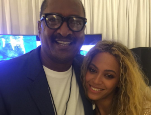 Tina Lawson shared a photo of Beyonce and Mathew Knowles at her Houston tour stop
