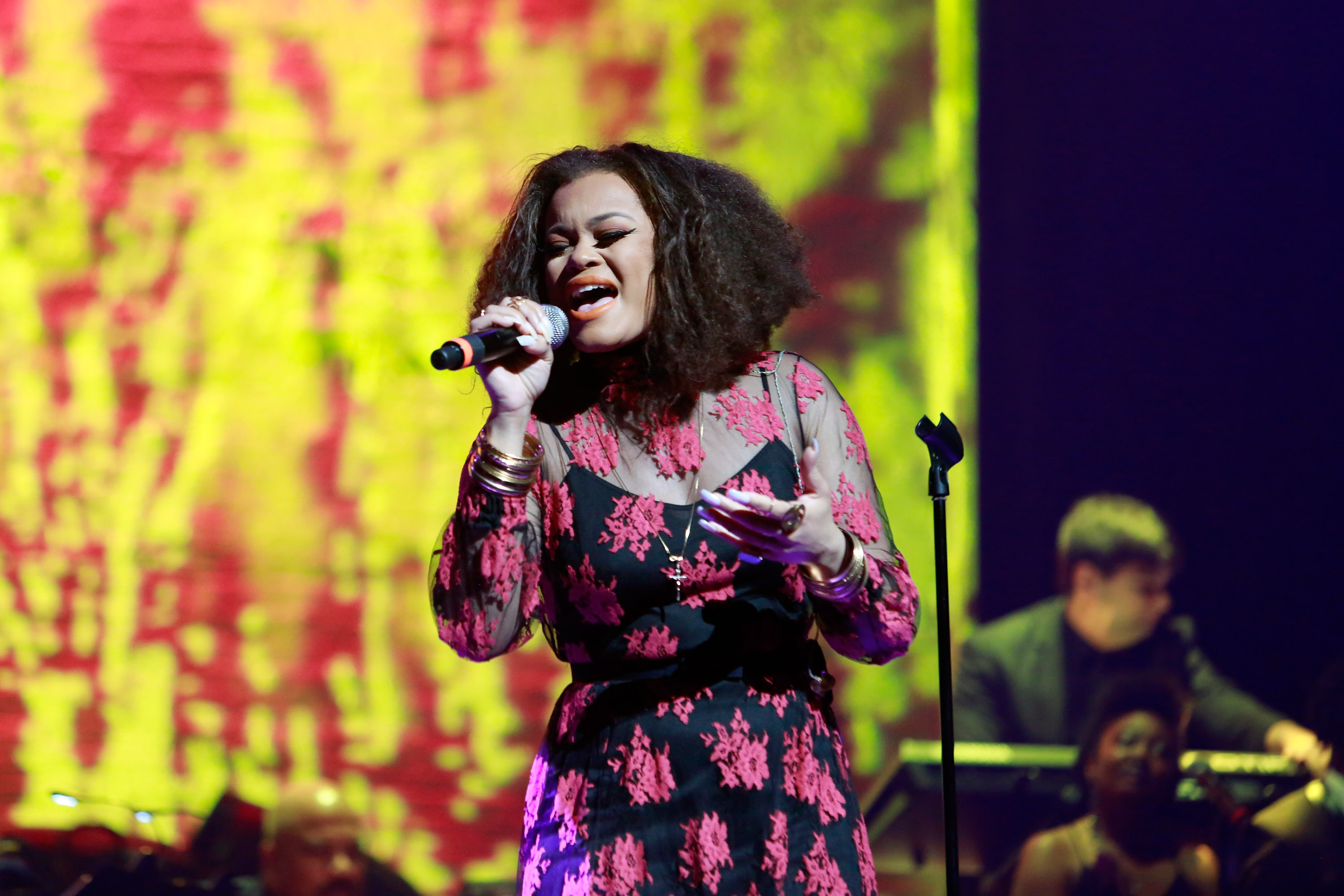 NEW YORK, NY - JUNE 13: Andra Day preforms during Prince Walk of Fame Induction and 2016 Spring Gala at The Apollo Theater on June 13, 2016 in New York City. (Photo by Shahar Azran/WireImage)