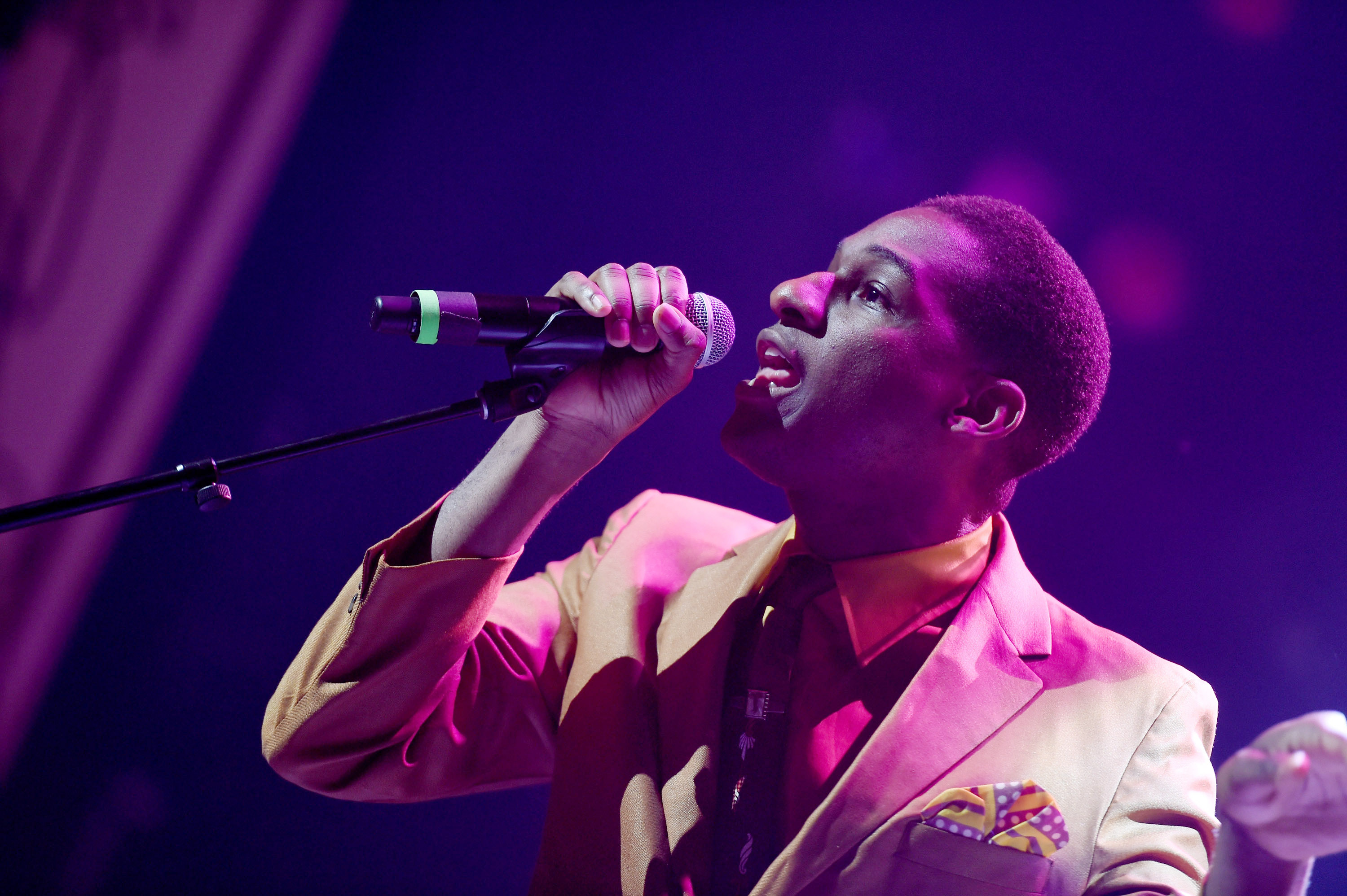 NEW YORK, NY - JUNE 13: Leon Bridges preforms during Prince Walk of Fame Induction and 2016 Spring Gala at The Apollo Theater on June 13, 2016 in New York City. (Photo by Shahar Azran/WireImage)
