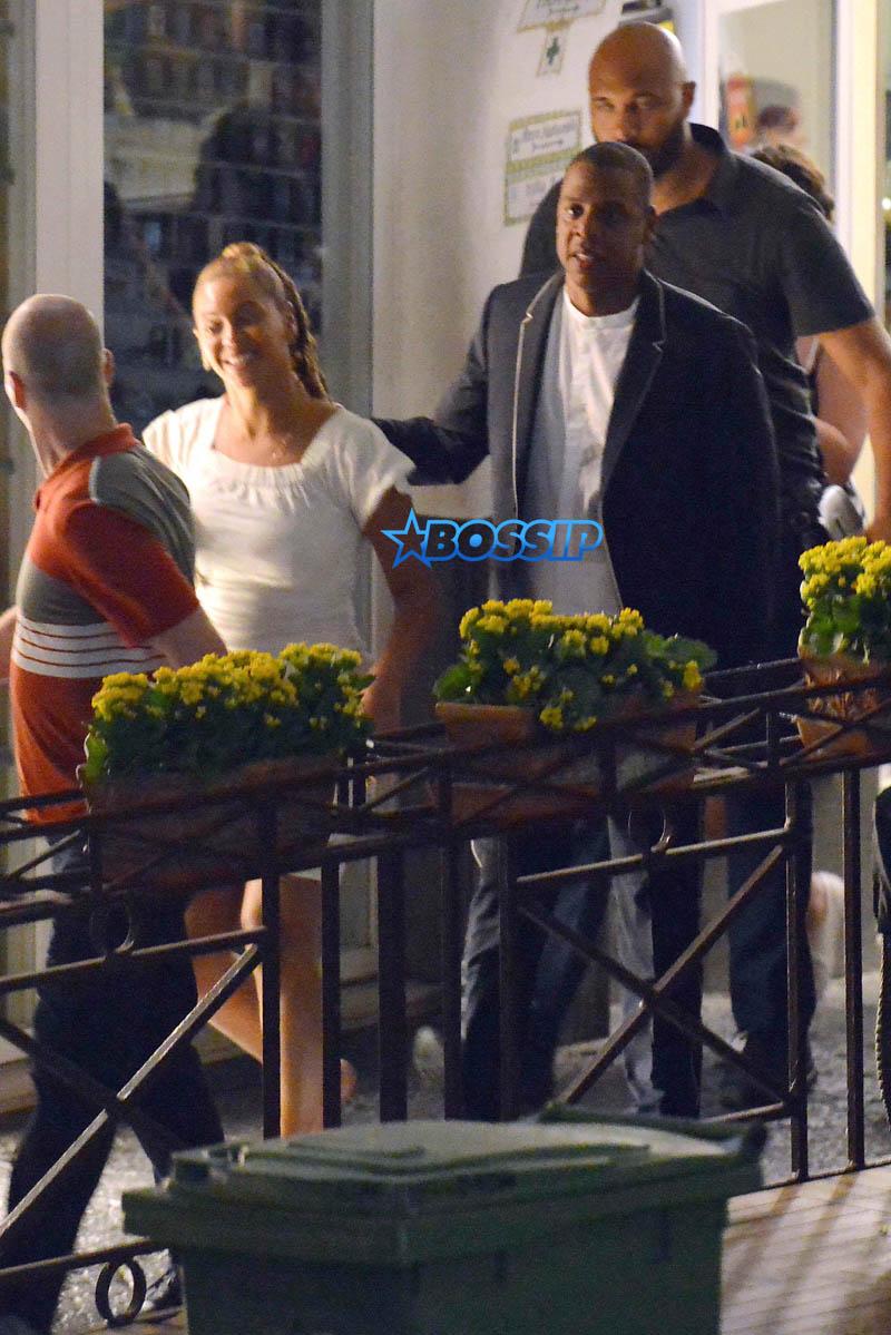 AKM-GSI Beyonce Jay Z Date night Capri Italy white dress cover stomach bag navy blazer