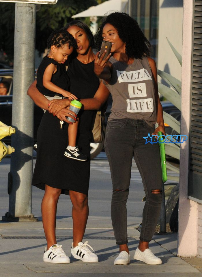 52187618 Singer Kelly Rowland and her son Titan spotted out with a friend in West Hollywood, California on September 27, 2016. The trio stopped to take numerous selfies before heading on their way. FameFlynet, Inc - Beverly Hills, CA, USA - +1 (310) 505-9876