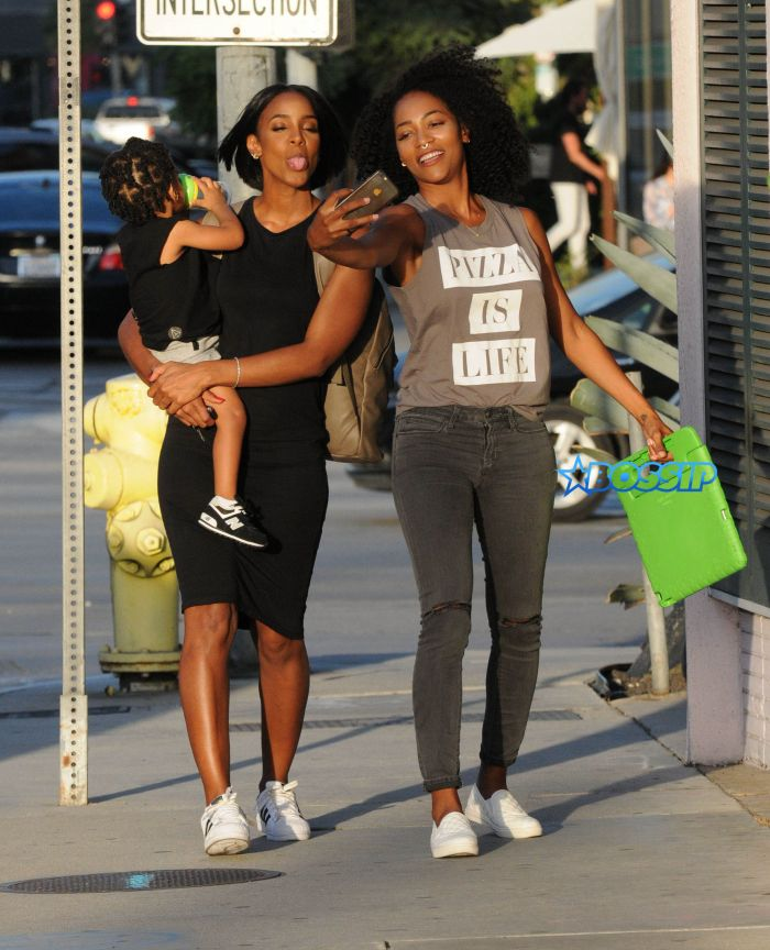 52187623 Singer Kelly Rowland and her son Titan spotted out with a friend in West Hollywood, California on September 27, 2016. The trio stopped to take numerous selfies before heading on their way. FameFlynet, Inc - Beverly Hills, CA, USA - +1 (310) 505-9876