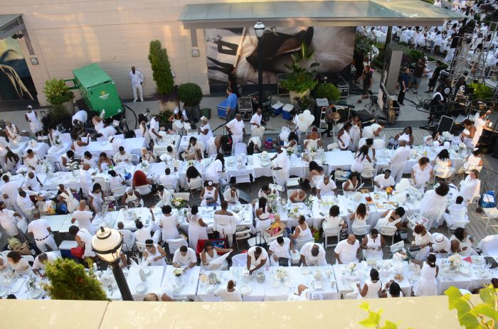 ATLANTA, GA - SEPTEMBER 10: Guests at Le Diner en Blanc sponsored by Lincoln on September 10, 2016 in Atlanta, Georgia. (Photo by Tonya Wise/FX/PictureGroup)