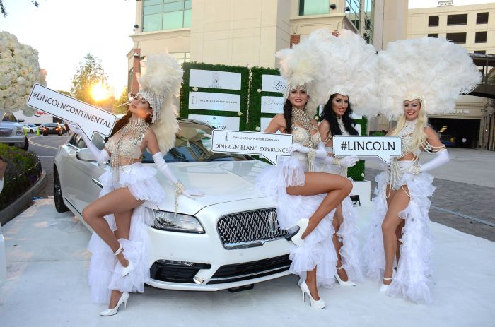 ATLANTA, GA - SEPTEMBER 10: Guests at Le Diner en Blanc sponsored by The Lincoln Motor Company on September 10, 2016 in Atlanta, Georgia. (Photo by Tonya Wise/FX/PictureGroup)