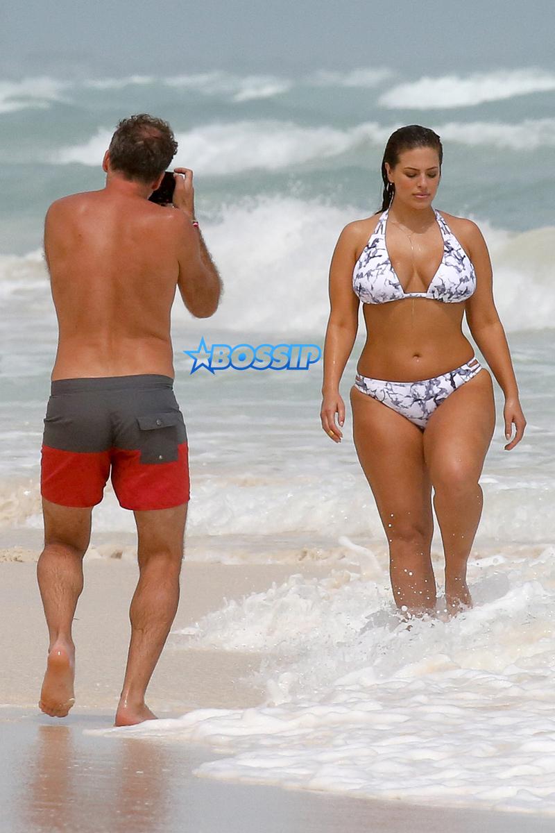 AKM-GSI Ashley Graham,  world's hottest women, curves Cancun, Mexico  bikini body patterned two-piece.