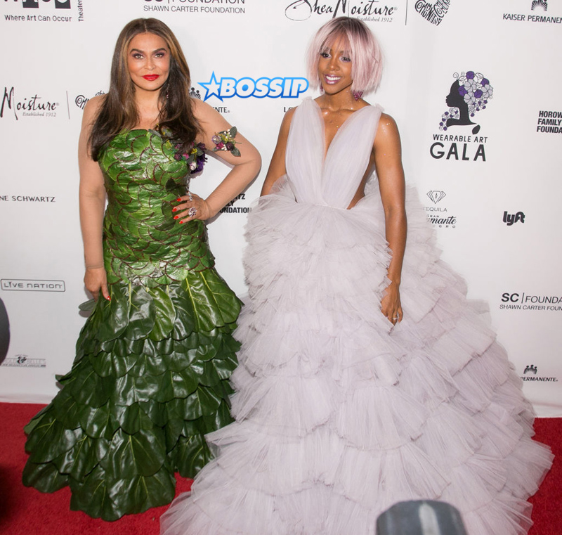 Tina Knowles (L) and Kelly Rowland arrive for the Wearable Art Gala at California African American Museum on April 29, 2017 in Los Angeles, California. (Photo by Gabriel Olsen/FilmMagic)