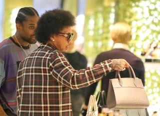 Secure The Man-Bag Alert: Kaption This Picture Of Kylie Jenner Kastoff Kaught Purchasing Prada Purse