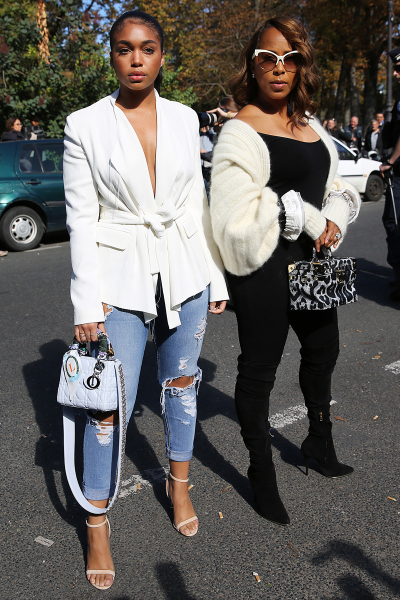 Marjorie Harvey seen arriving at Giambattista Valli Spring Summer 2017 Women show in Paris with daughter Lori