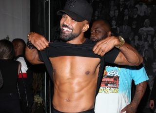 Actor Shemar Moore shows off his muscular stomach and abs as he leaves Catch restaurant after having dinner in West Hollywood.