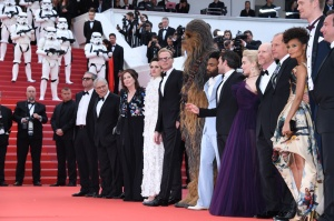 "Ron Howard, Thandie Newton, ChewBacca, Alden Ehrenreich, Emilia Clarke, Joonas Suotamo 71st Cannes Film Festival - Premiere of ""Solo: A Star Wars Story"". Stars walk the red carpet on May 15, 2018"