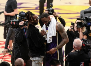 2 Chainz Gifts LeBron James With A Chain