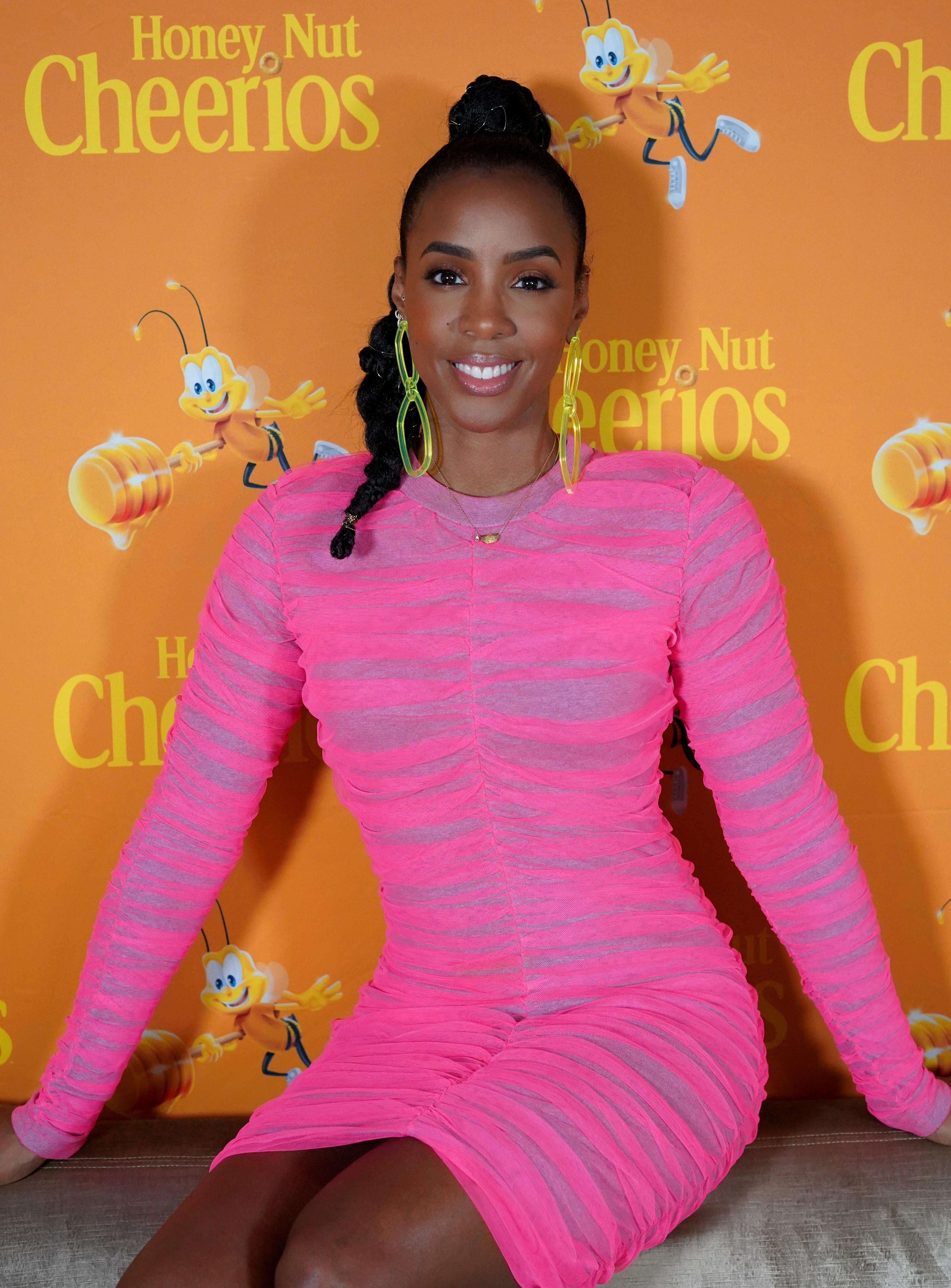 """Kelly Rowland In the Honey Nut Cheerios """"Happy Hearts"""" Initiative"""