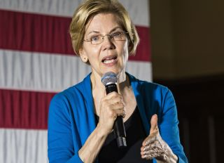 Sen. Elizabeth Warren Gives Viral Hand Rub At Presidential Primary Debate