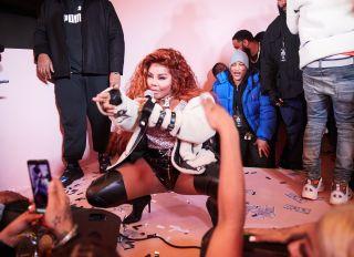 Lil Kim Surprise Moose knuckles Performance
