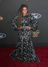Yvette Nicole Brown at The 51st NAACP Image Awards