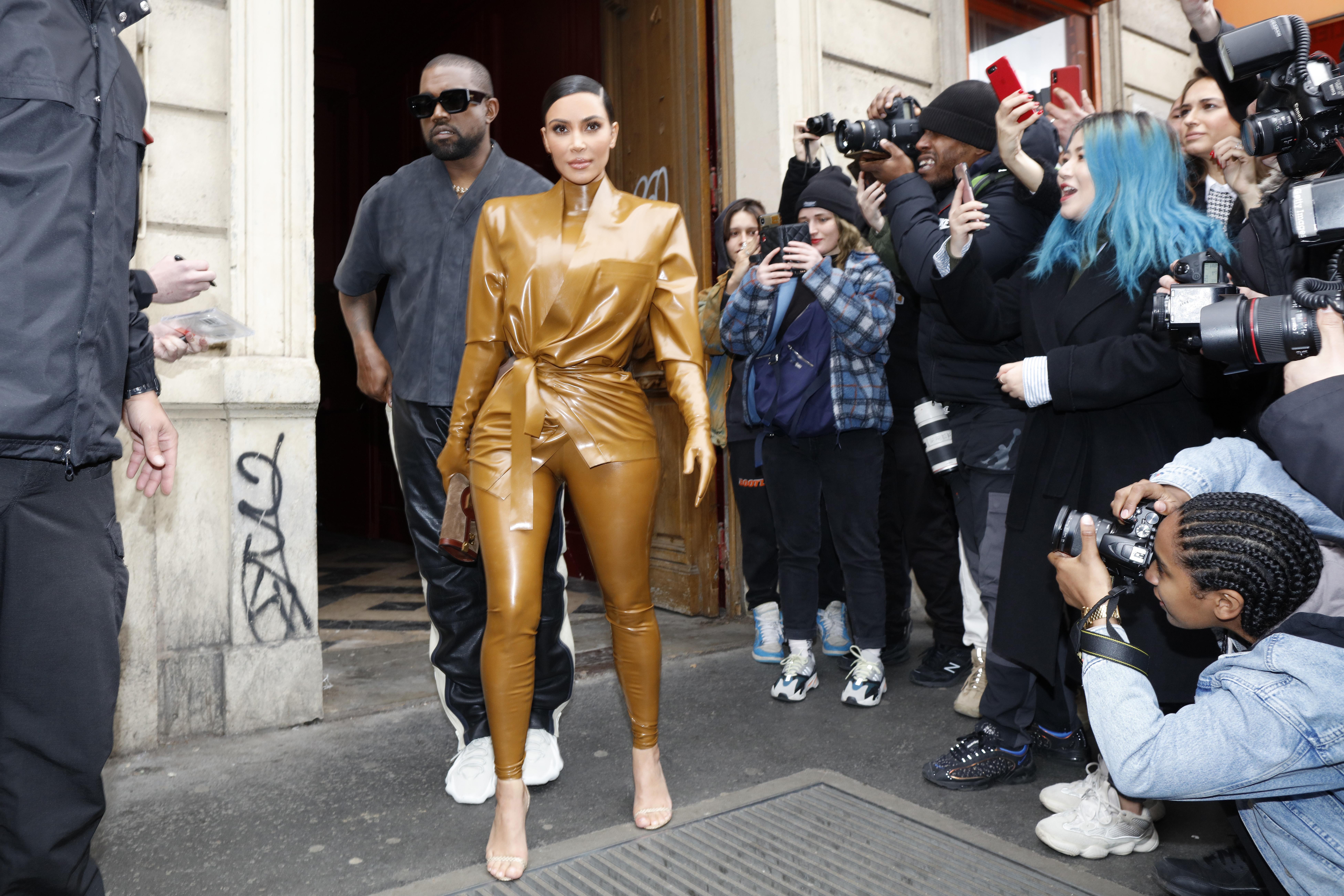 Kim Kardashian West, Daughter North West, Kourtney Kardashian And Daughter Penelope In Paris