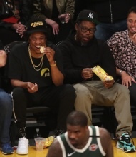 Jay-Z at the Lakers game