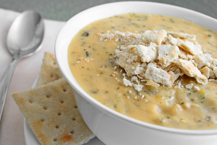 Broccoli cheddar cheese soup with crackers