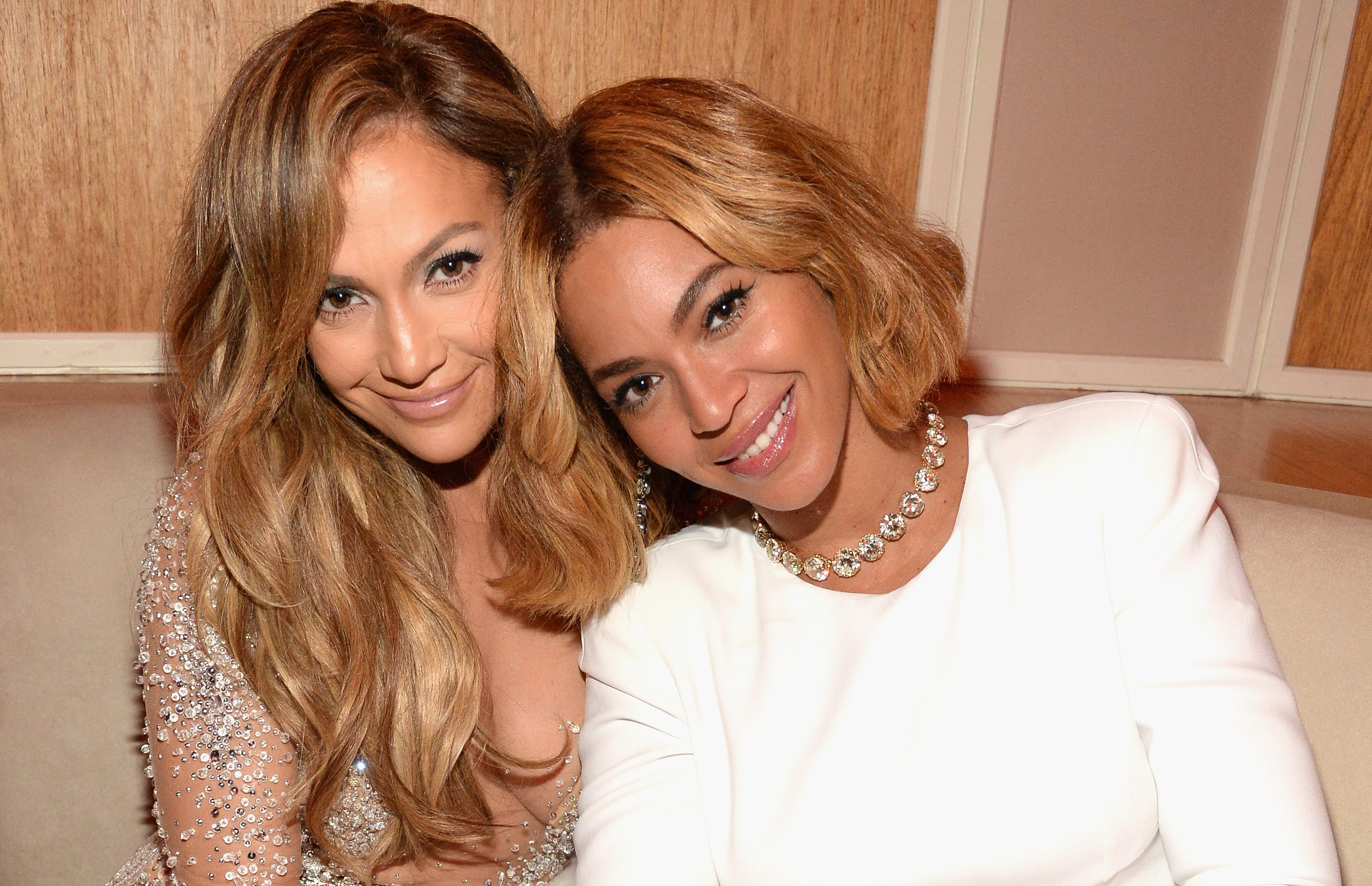 Beyoncè & J Lo. At The Vanity Fair Oscar Party