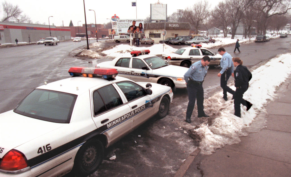 GENERAL INFORMATION: ride-along with Minneapolis cops to show crime is down in near-northside Mpls. - Thursday, Jan. 11, 2001 IN THIS PHOTO: Minneapolis police officers show their presence on the near-northside of Minnepolis when making a stop for drug s