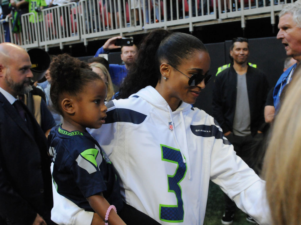 Ciara And Her Kids Root For Russell Wilson On Game Day Bossip