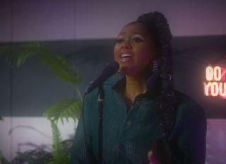 Jazmine Sullivan Singing At The Tonight Show Starring Jimmy Fallon - Season 8