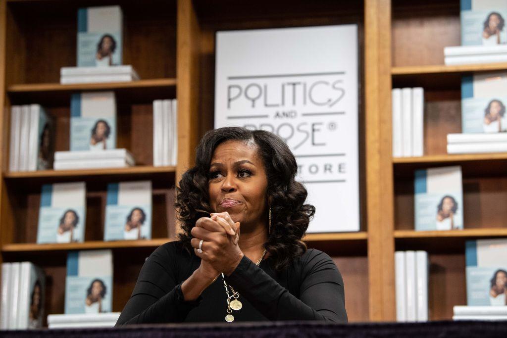 TOPSHOT-US-POLITICS-BOOK-MICHELLE OBAMA