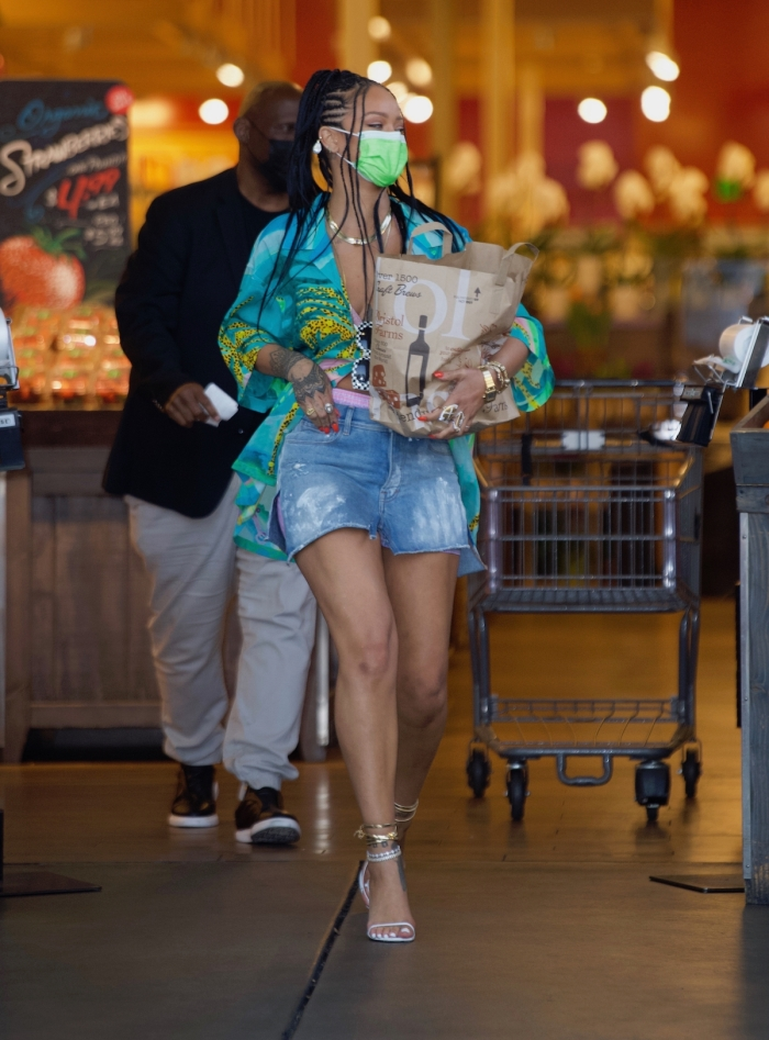 Rihanna spotted on a grocery run