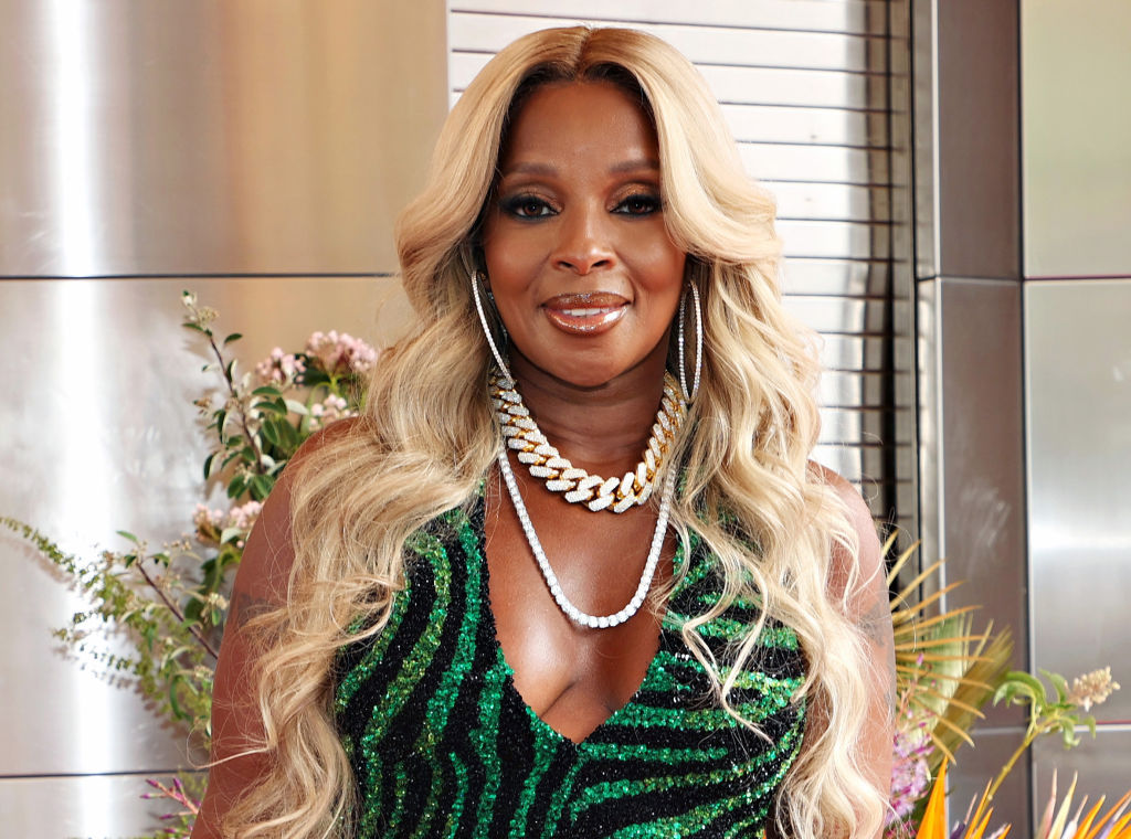 The Apollo Inducts Mary J Blige Into Its Walk Of Fame